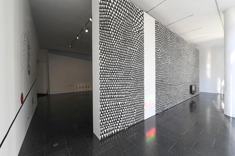 THE MAIDS. II PREMI FUNDACIÓ HAN NEFKENS-MACBA. Vista de la exposición. Foto: Miquel Coll.