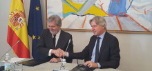 El ministro de Educación, Cultura y Deporte, Íñigo Méndez de Vigo, y el director de la Feria del Libro de Fráncfort, Juergen Boos.