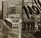 Columbus Circle, New York, 1936 by Berenice Abbott. © Berenice Abbott/Commerce Graphics/Getty Images. Cortesía de Howard Greenberg Gallery, Nueva York.