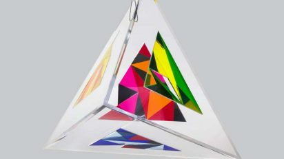 Irene Zundel. Divergencia. 2017. Plexiglás. 63 x 63 x 63 cm.