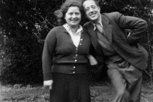 Arturo e Ilsa Barea en el jardín de su casa de Faringdon. Foto: Colección Uli Rushby-Smith.