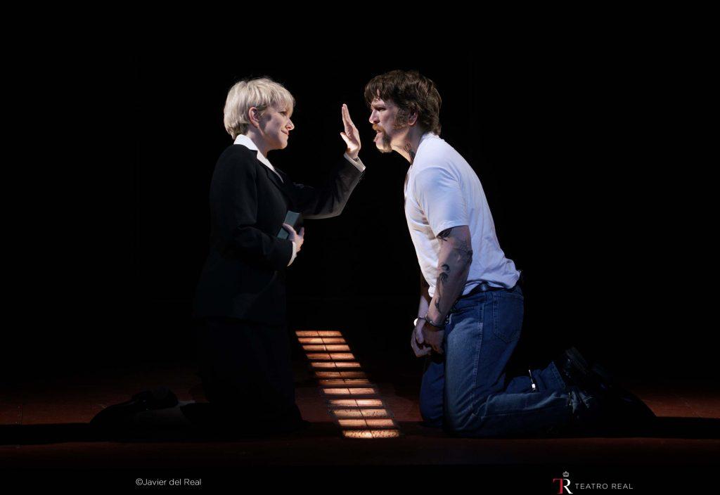 'Dead Man Walking' en el Teatro Real. Mezzosoprano Joyce DiDonato (sister Helen Prejean) / barítono Michael Mayes (Joseph de Rocher). © Javier del Real | Teatro Real.
