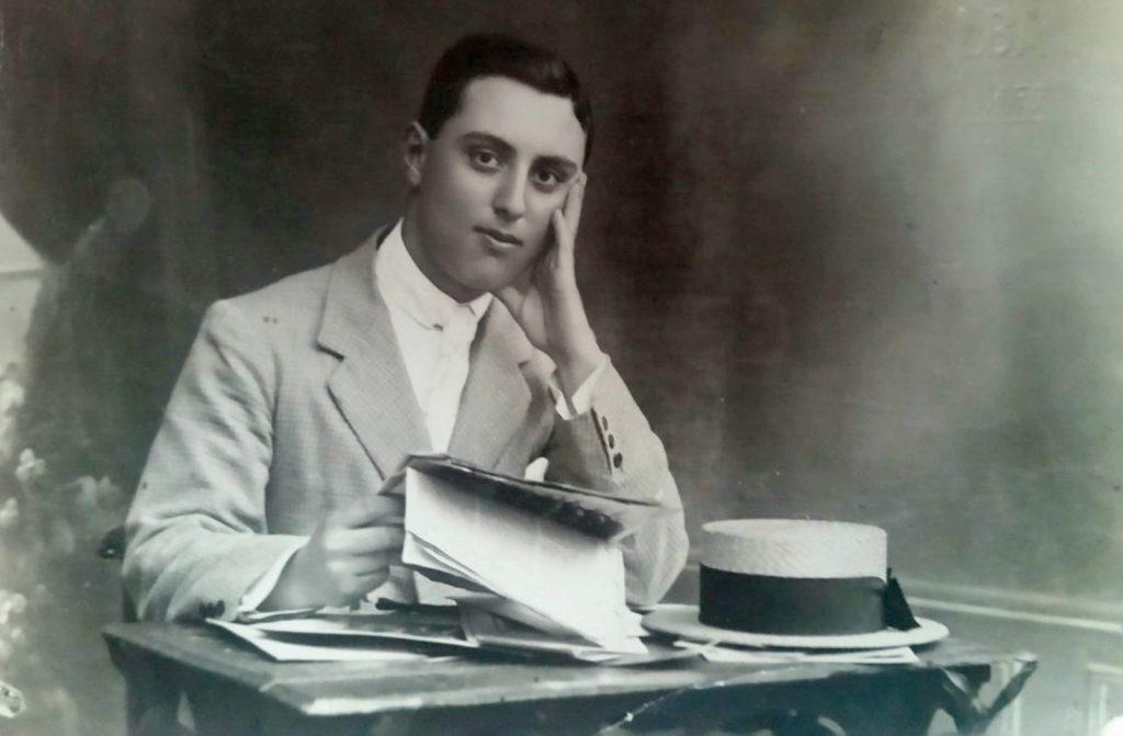 Maestro Francisco González Ruiz.