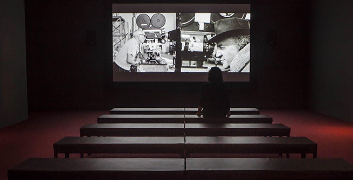 Sala de cine creada especialmente para esta exposición. © Museo Picasso Málaga.