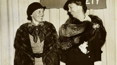 Earhart y Roosevelt. Photo Credit: National Portrait Gallery, Smithsonian Institution; gift of George R. Rinhart, in memory of Joan Rinhart.