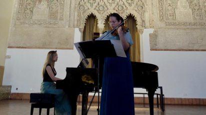 Cecilia Bercovich y Louiza Hamadi en el Museo Sefardí.