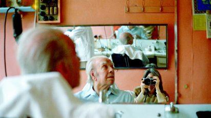 María Kodama fotografiando a Borges en Estambul. Cortesía Fundación Internacional Jorge Luis Borges.