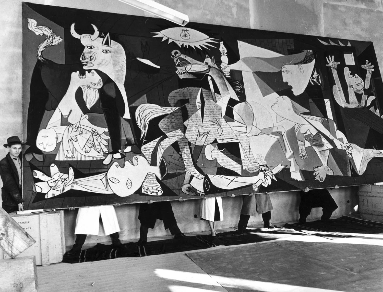 'Guernica' de Pablo Picasso en el Moderna Museet de Estocolmo, 1956. Foto: Kary Lasch. The Cordon Press © Sucesión Pablo Picasso, VEGAP, Madrid 2017.