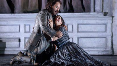Lisette Oropesa (soprano, Lucia de Lammermoor) y Javier Camarena (tenor, Sir Edgardo di Ravenswood). Fotógrafo: © Javier del Real / Teatro Real.