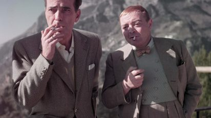 Robert Capa, Humphrey Bogart y Peter Lorre en el rodaje de 'La burla del diablo', Ravello, Italia, abril de 1953. © Robert Capa/International Center of Photography/Magnum Photos.