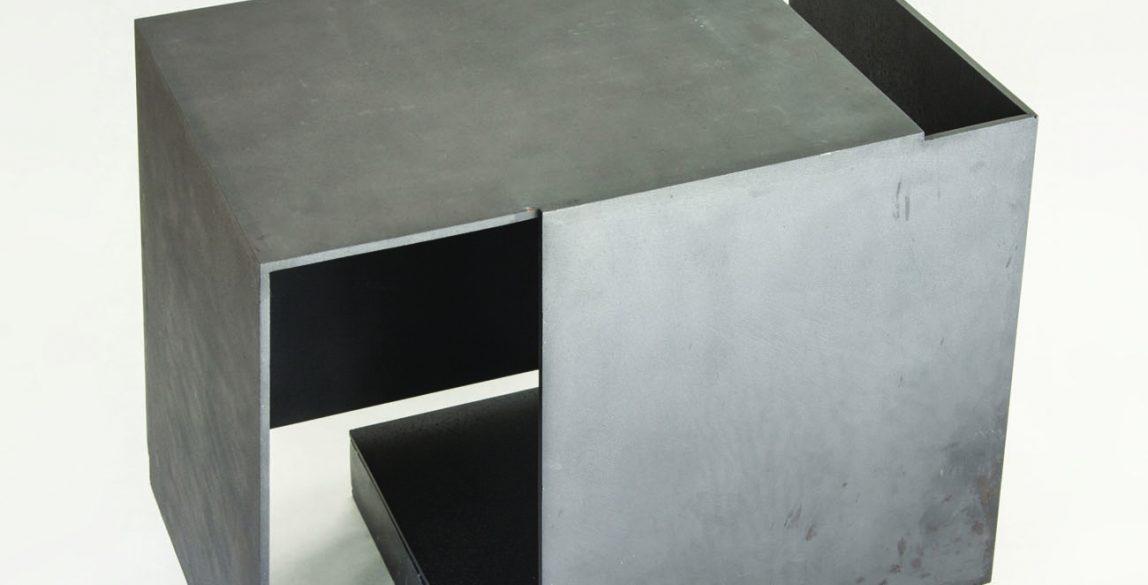Caja metafísica por conjunción de dos triedros, vacío respirando. Jorge Oteiza, Acero pintado, 1972-1974.