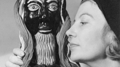 "Lee Miller. Eileen Agar and ""Golden Tooth"" sculpture, 1937. © Lee Miller Archives, Inglaterra 2018."