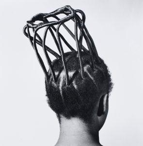 J.D. 'Okhai Ojeikere, Sin título [Peinados], 1970-79. © El artista. Cortesía The Walther Collection y Galería Magnin-A, París.