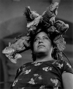 Nuestra Señora de las Iguanas, Juchitán, México, 1979. Gelatina de plata. Colecciones Fundación MAPFRE. ©Graciela Iturbide, 2018.