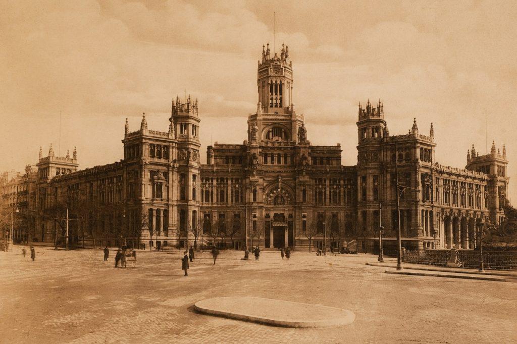 1.Vista general Palacio de Comunicaciones de Madrid Album de heliotipias. 1919. Museo de Historia de Madrid