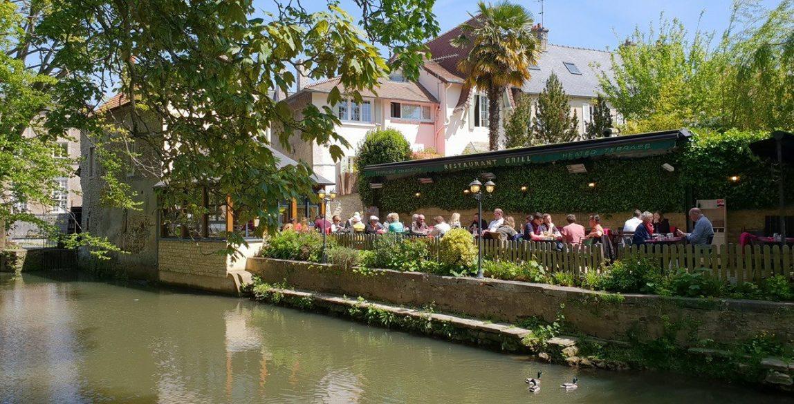 Le Moulin De La Galette, en Bayeux, a la orilla del río L'Aure.