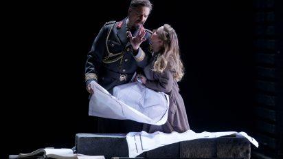 El oro del Rin. Greer Grimsley (Wotan) / Sophie Bevan (Freia). © Javier del Real | Teatro Real.