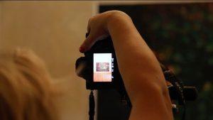Cristina Garrido: Still del vídeo The (Invisible) Art of Documenting Art. Ela Bilakowska, Palazzo Bentivoglio (Bolonia, Italia, 2018).