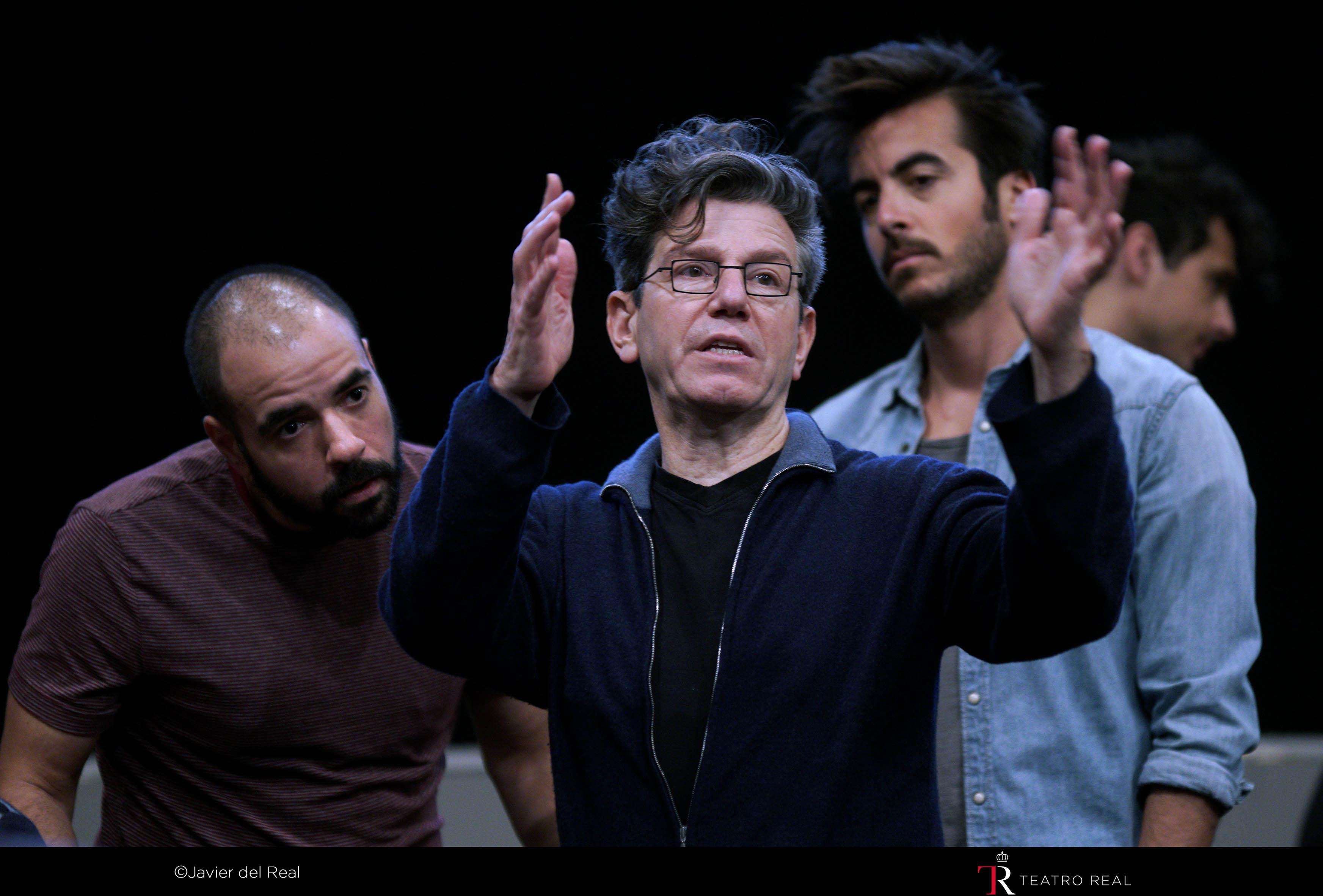 José Carlo Marino (coro), Robert Carsen (director de escena) y Álvaro Hurtado (actor). Fotógrafo: © Javier del Real   Teatro Real.