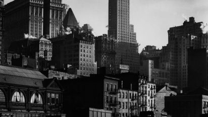Berenice Abbott. West Street, 1932. International Center of Photography. © Getty Images/Berenice Abbott.