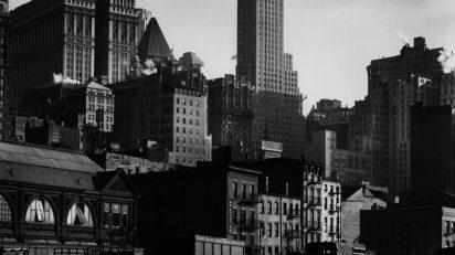 Berenice Abbott. West Street, 1932. International Center of Photography. © Getty Images/Berenice Abbott.