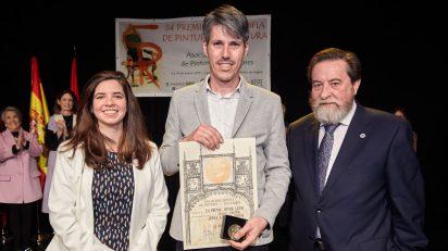 Ana Abade (Google), el ganador del 54 Premio Reina Sofía, Jorge Gallego, y José Gabriel Astudillo, presidente de la AEPE.
