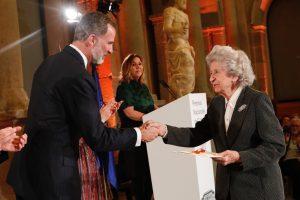 El Rey hace entrega del Premio Nacional de Restauración y Conservación de Bienes Culturales a Carmen Añón Feliú.