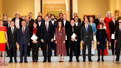 Los Reyes posan junto a los Premios Nacionales de Cultura 2017. Foto: Casa Real.