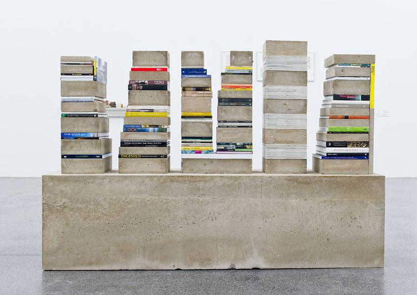 Carlos Garaicoa. 'De cómo mi biblioteca se alimenta de una realidad concreta', 2006. VEGAP, Madrid 2019.