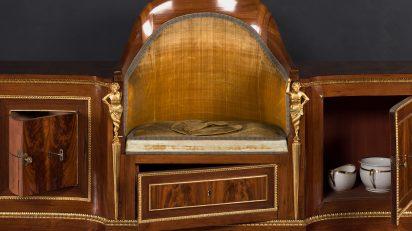 Mueble de aseo o retrete de Fernando VII. Ángel Maeso González (1776-1849). Madera de caoba y palosanto, terciopelo y bronce dorado, 70 x 214 x 58 cm, 1830. Madrid, Museo Nacional del Prado.