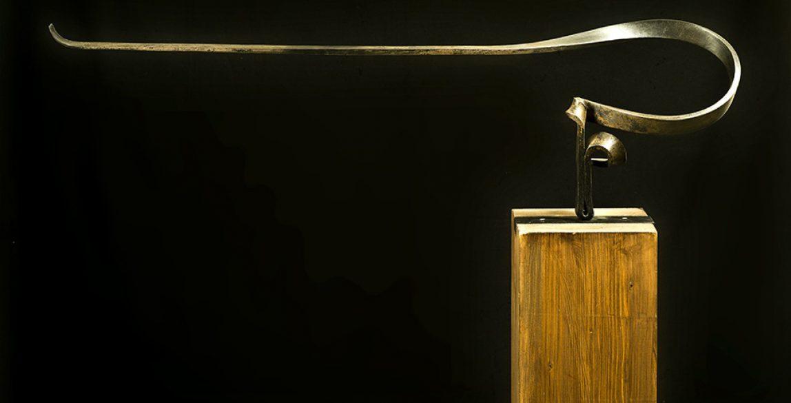 Martín Chirino. Homenaje. Serie Marinetti XIII. Hierro forjado, 31 x 99,5 x 17 cm.