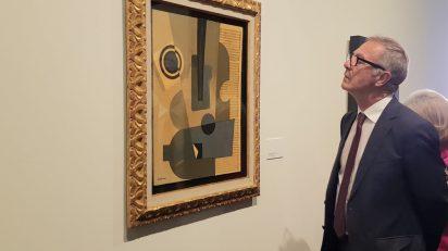 El ministro de Cultura ha inaugurado en el Centro Cultural Conde Duque la retrospectiva 'Caruncho, postcubismo y abstracción geométrica'.