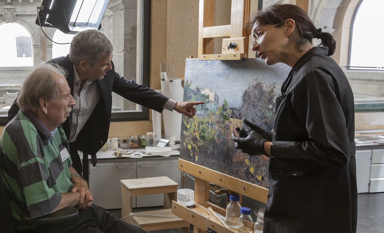 Visita de Hans Rudolf Gerstenmaier al taller de restauración del Museo del Prado tras la recepción de las obras donadas. Foto © Museo Nacional del Prado.