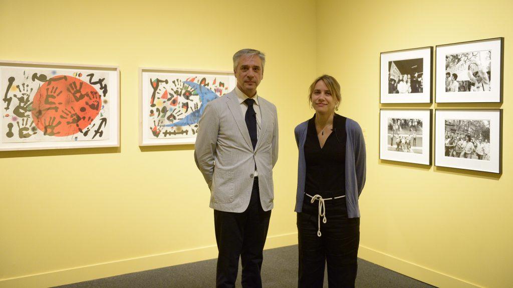El director de CaixaForum Zaragoza, Ricardo Alfós, y la comisaria Érika Goyarrola.