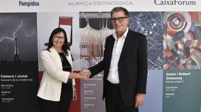 """La directora general adjunta de la Fundación Bancaria """"la Caixa"""", Elisa Durán, y el presidente del Centre Pompidou, Serge Lasvignes."""