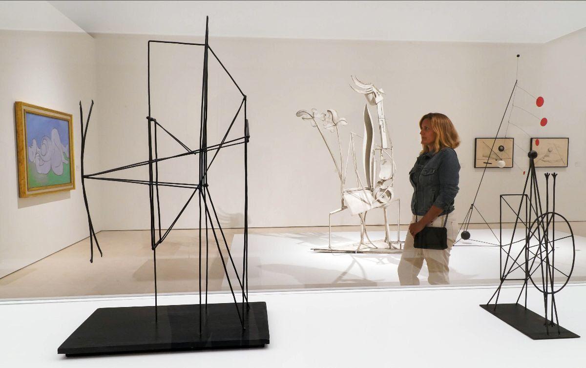 Fotografía de una de las zonas de la exposición 'Calder-Picasso' en el Museo Picasso Málaga. © Museo Picasso Málaga. © 2019 Calder Foundation, New York/VEGAP, Madrid © Sucesión Pablo Picasso, VEGAP, Madrid, 2019.