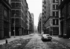 Thomas Struth. Crosby Street, Soho, Nueva York 1978 (Crosby Street, Soho, New York 1978). Impresión de chorro de tinta. 66 x 84 cm. © Thomas Struth.