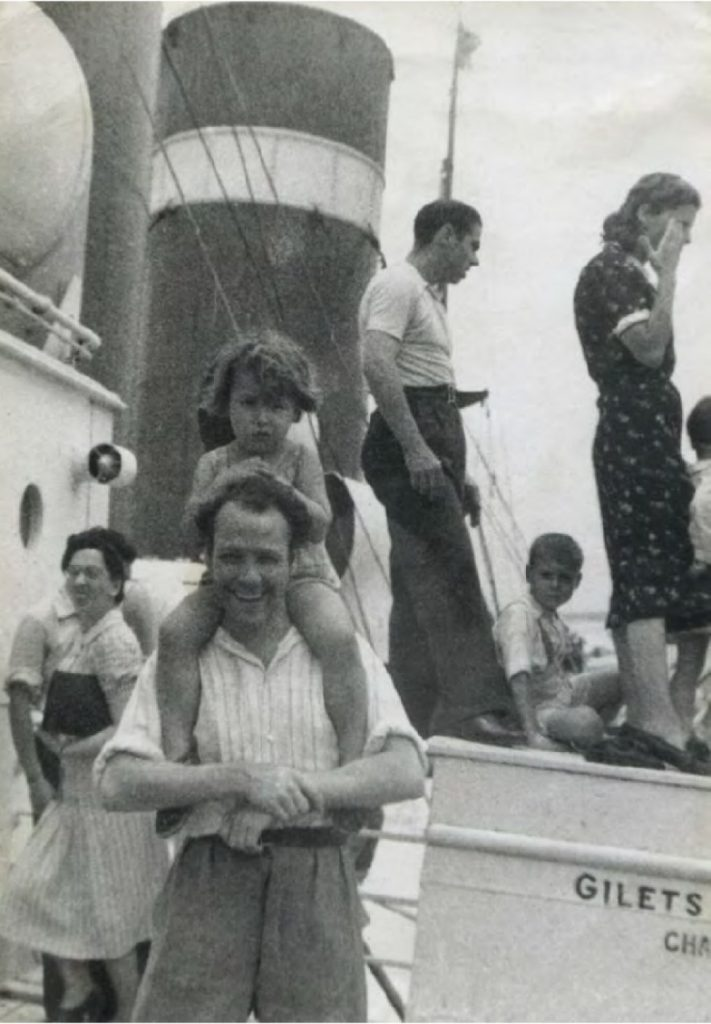 José Bardasano y su hija Maruja, camino del exilio a bordo del 'Sinaia', 1939. COLECCIÓN FAMILIA BARDASANO.