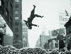 Garry Winogrand. New York, años 1950. Gelatina de plata. Garry Winogrand Archive, Center for Creative Photography, University of Arizona. © The Estate of Garry Winogrand, cortesía Fraenkel Gallery, San Francisco.