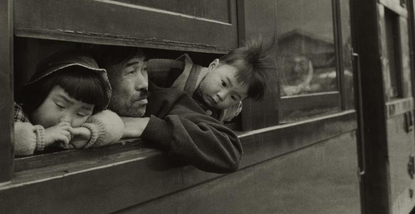 Shomei Tomatsu. The Trip [El viatge / El viaje]. 1959. Fotografía a las sales de plata, copia de época 1971. © Shomei Tomatsu - INTERFACE.