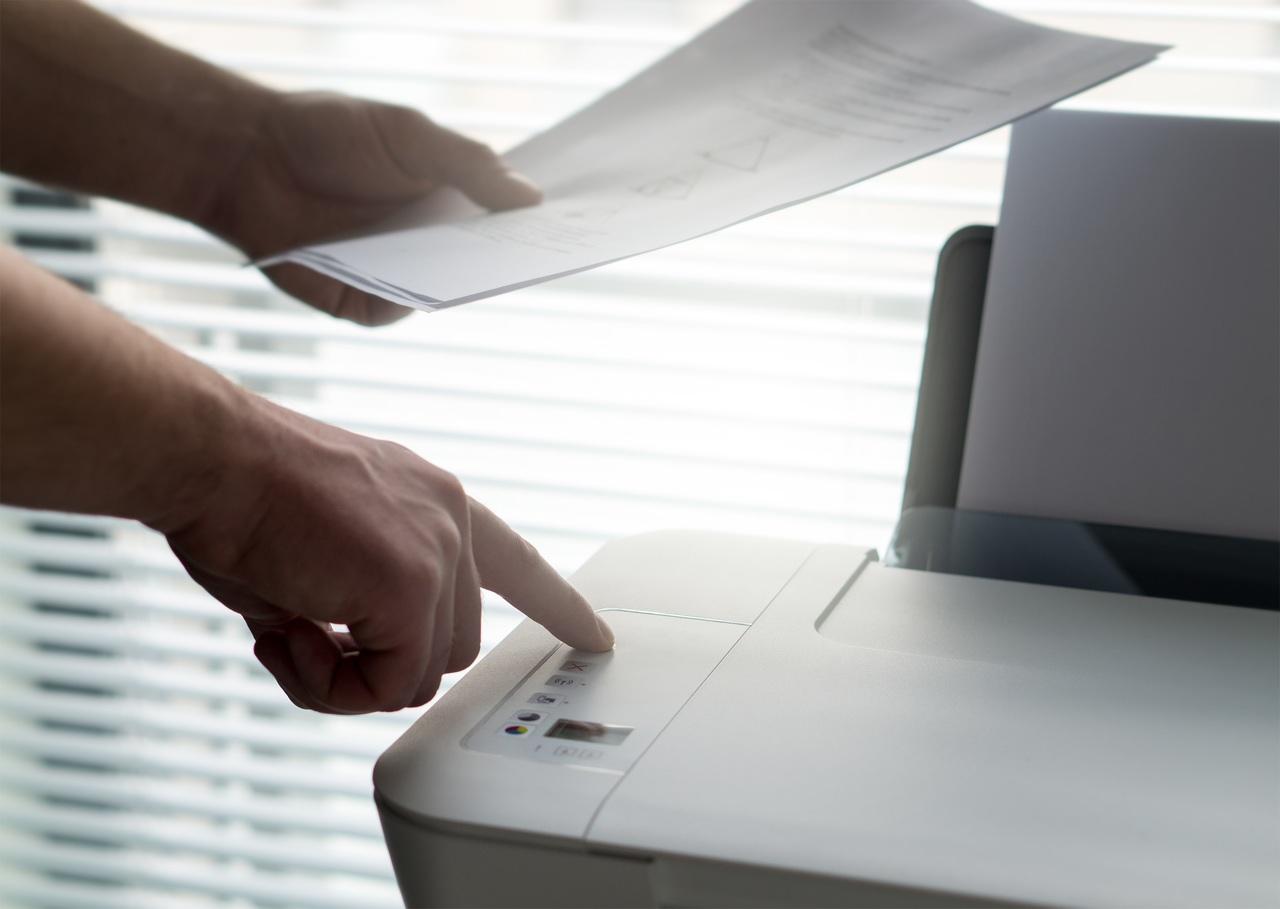 desk-writing-hand-man-working-table-1382746-pxhere.com