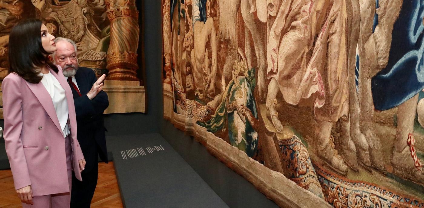 """Doña Letizia visita la exposición """"La otra Corte. Mujeres de la Casa de Austria en los monasterios reales de Las Descalzas y La Encarnación"""". © Casa de S.M. el Rey."""