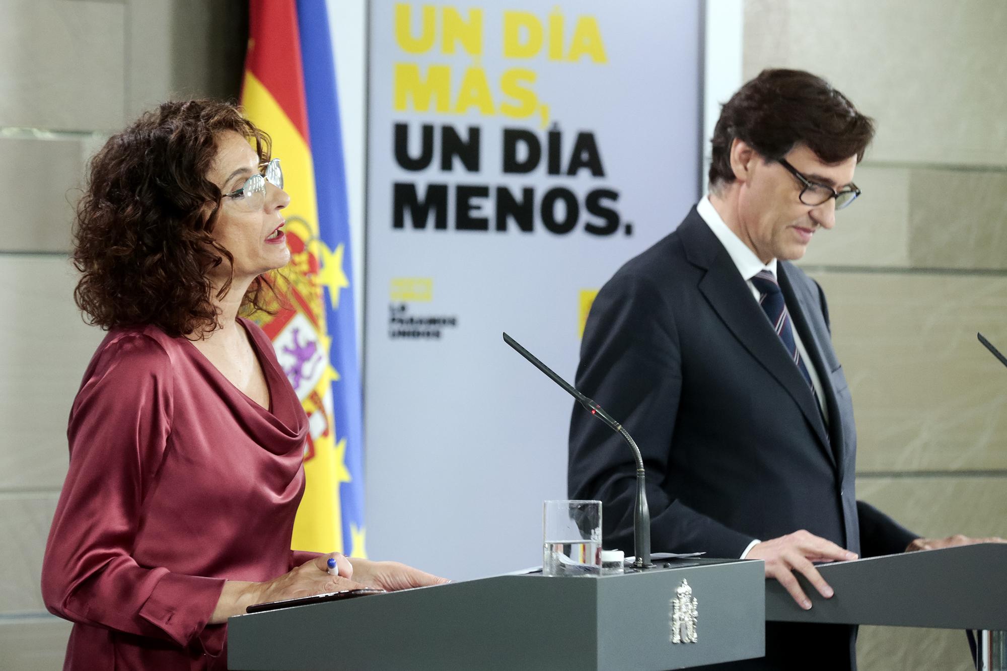 María Jesús Montero y el ministro de Sanidad, Salvador Illa. Pool Moncloa / JM Cuadrado.