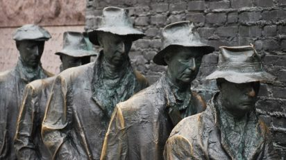 sculpture_art_breadline_bronze_depression_1930_unemployment-1259427.jpg!d