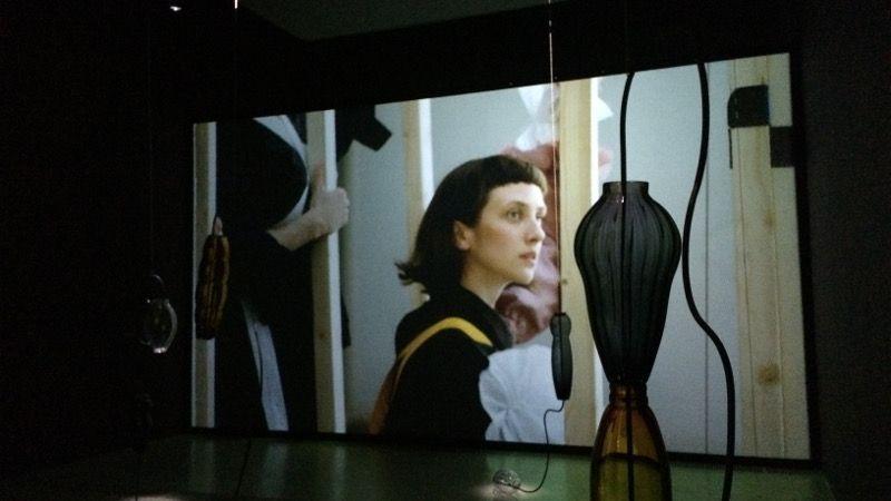 Leonor Serrano Rivas. 'The dream Follows the Mouth (of the one who interprets it)', 2018. Instalación audiovisual: esculturas y vídeo (2 canales).