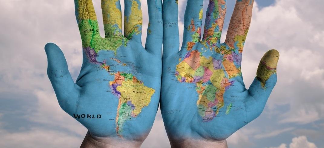 hands_world_map_global_earth_globe_blue_creative-760381.jpg!d