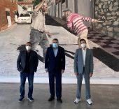 Santiago Ydáñez, el ministro de Cultura y Deporte, José Manuel Rodríguez Uribes, y el galerista Fer Francés.