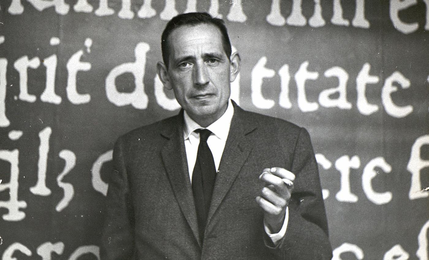 Imágenes cedidas por la Fundación Miguel Delibes. AMD,120,45. Retrato de Miguel Delibes Setién en Ediciones Destino, 1960.