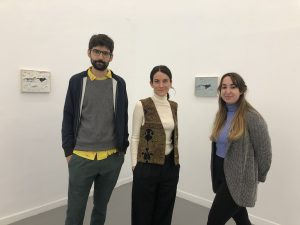 Bernat Daviu y Joana Roda, cofundadores de Bombon Projects, y Margot Cuevas, estrecha colaboradora de la galería.
