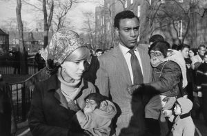 Garry Winogrand, Central Park, New York, 19647 (1964). Colección Fundación MAPFRE. © The Estate of Garry Winogrand, courtesy Fraenkel Gallery, San Francisco.